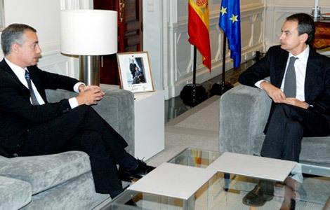 El presidente del PNV, Íñigo Urkullu, junto al presidente del Gobierno, José Luis Rodríguez Zapatero.