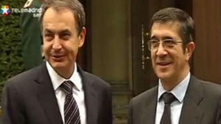 Zapatero respalda orientar la política penitenciaria y acercar presos, según el plan del lehendakari
