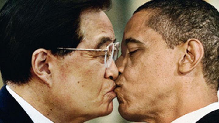Benetton retira la imagen del Papa de su última campaña tras  anunciar el Vaticano que estudiaba medidas legales