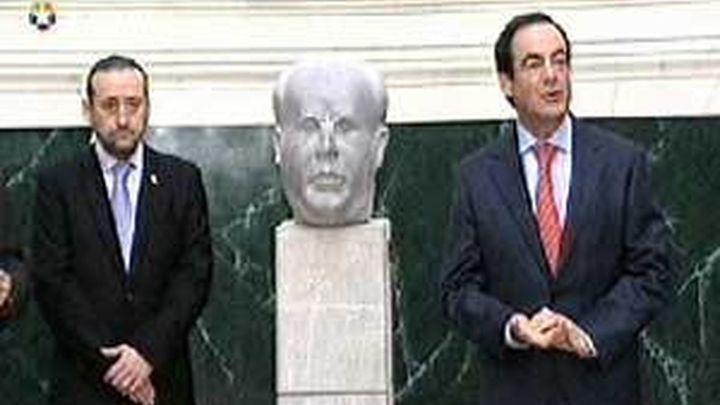 Bono coloca el busto de Azaña frente a Isabel II en el Congreso