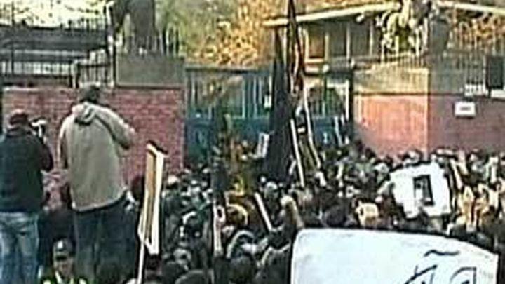 La Unión Europea cree que el asalto a la embajada británica en Irán estuvo coordinado