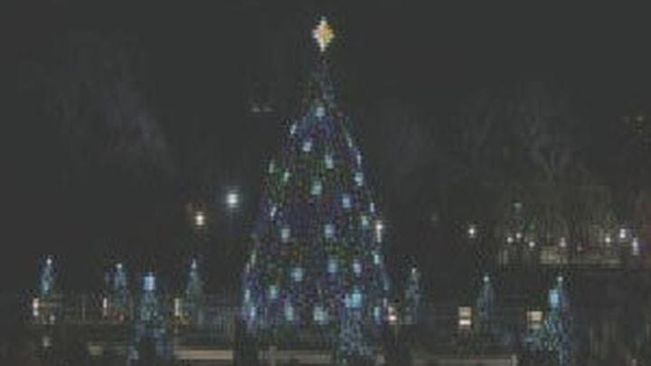 Obama inaugura la Navidad con el encendido del árbol de la Casa Blanca