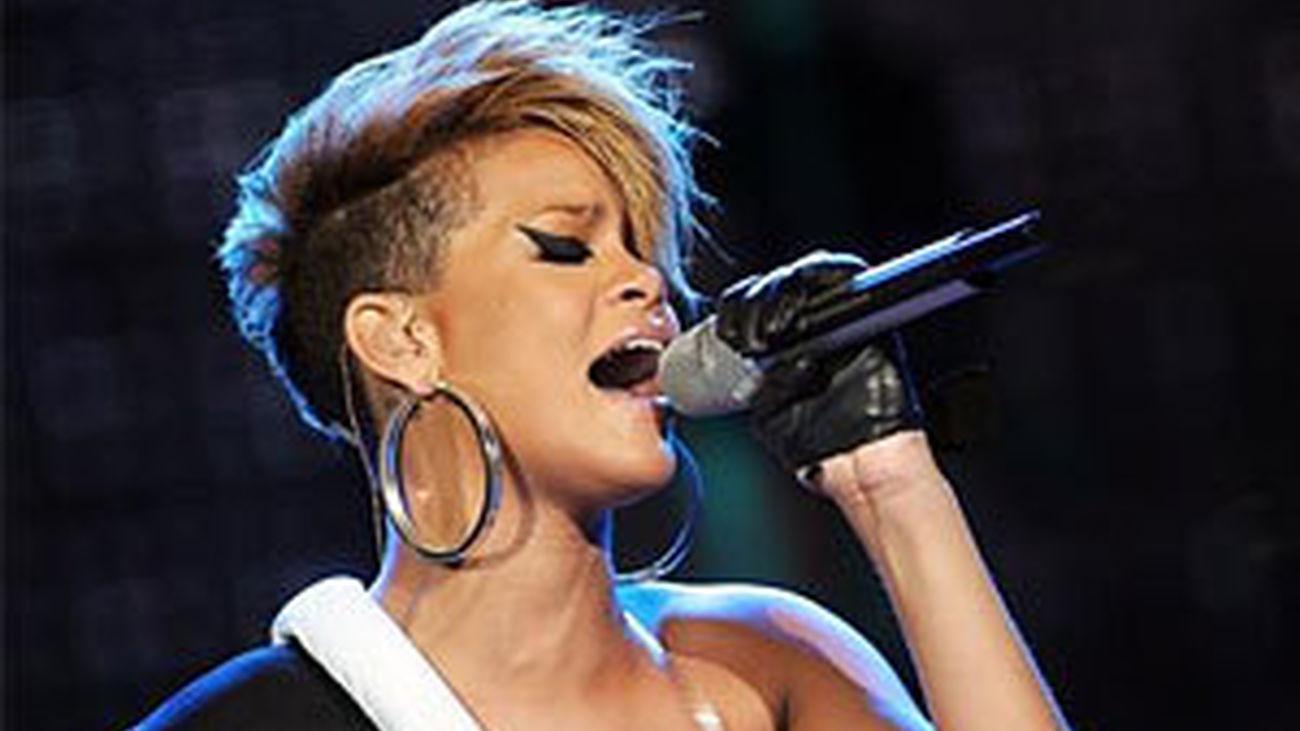 Rihanna domina las listas de ventas en Reino Unido