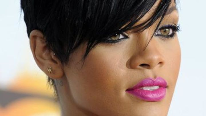 Los fans de Rihanna esperan desde hace días en el Palacio de los Deportes