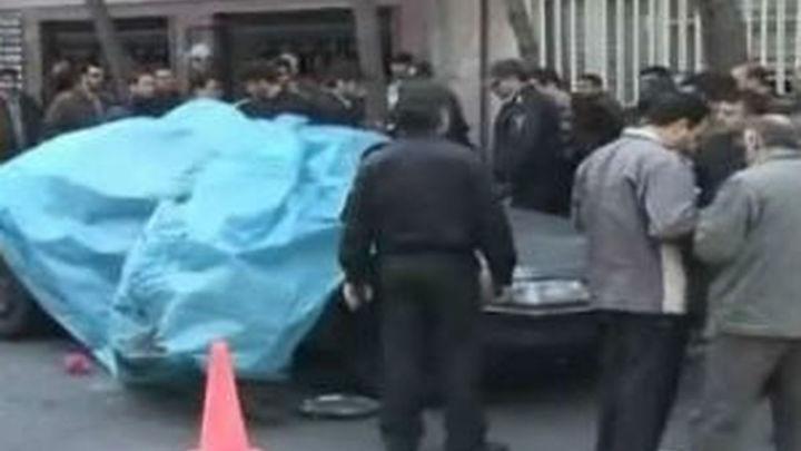 Un científico nuclear muere al explotar una bomba en su coche en Teherán