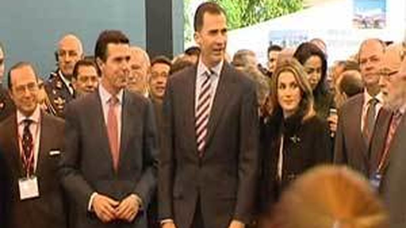 Los Príncipes inauguran Fitur que abre sus puertas con 1.000 expositores menos