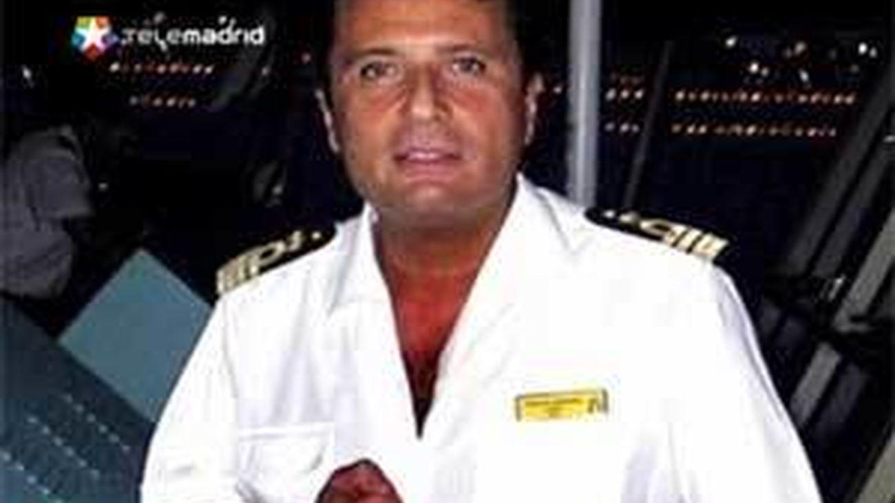 """Encuentran a la mujer rubia que cenó con el capitán en el puente del """"Costa Concordia"""""""