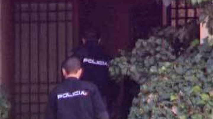 La Policía registra la casa y la oficina de los Ruiz-Mateos