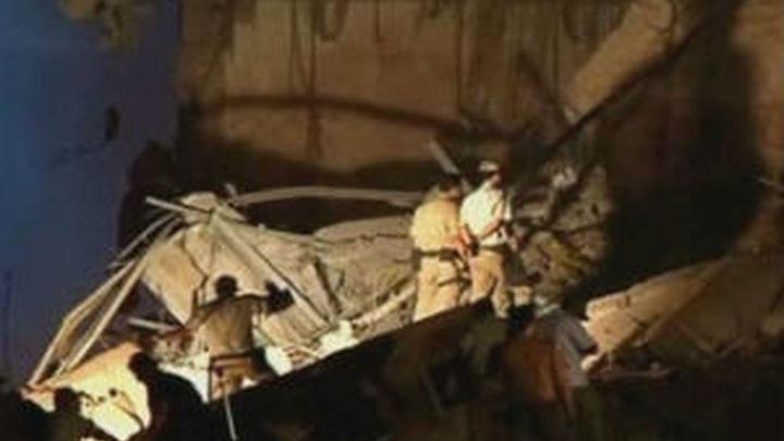 Los bomberos buscan a 19 desaparecidos tras el derrumbe de dos edificios en el centro de Río