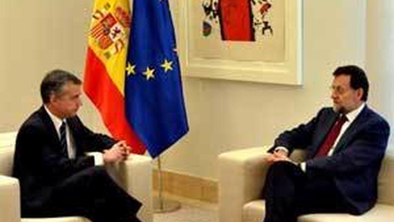 Urkullu ofrece consenso a Rajoy para salir de la crisis y gestionar la paz