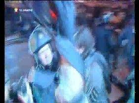 La Policía carga contra participantes de la protesta  contra la reforma laboral en el centro de Madrid