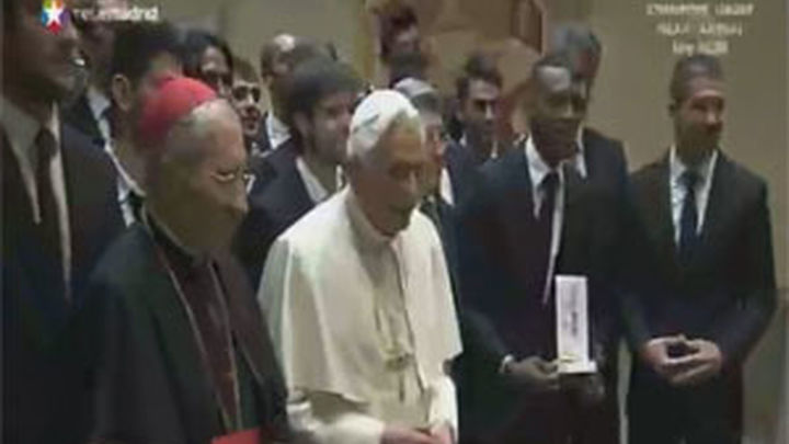 El Papa bendice en el Vaticano a los jugadores del Atlético de Madrid