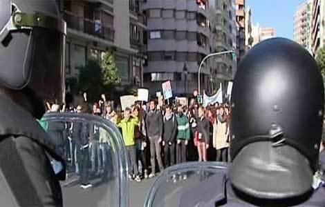 El centro de Valencia se convierte en una persecución entre estudiantes y la Policía