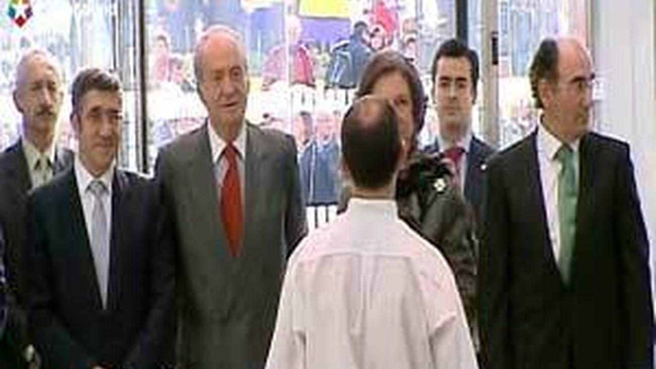 Los Reyes inauguran la Torre Iberdrola en Bilbao en medio de protestas