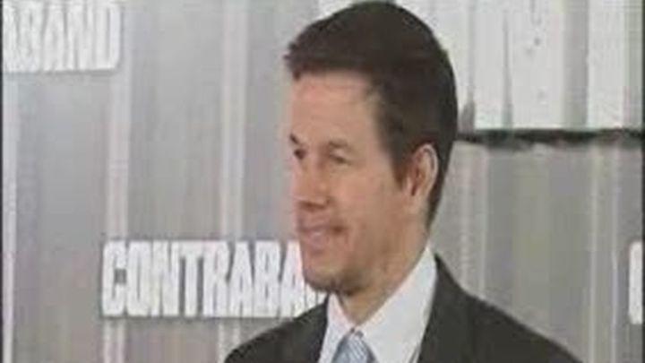 Mark Wahlberg se pasa al contrabando
