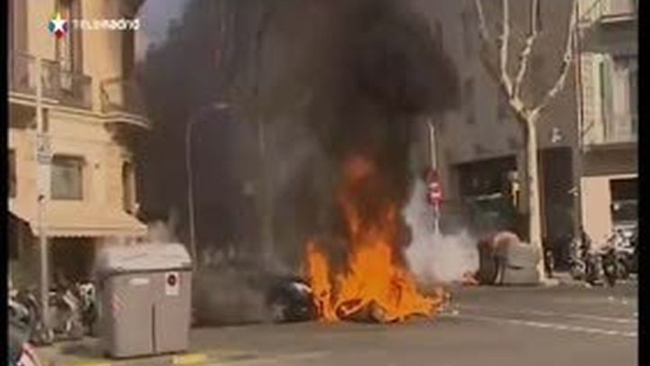Otra protesta estudiantil en Barcelona acaba con destrozos en entidades bancarias