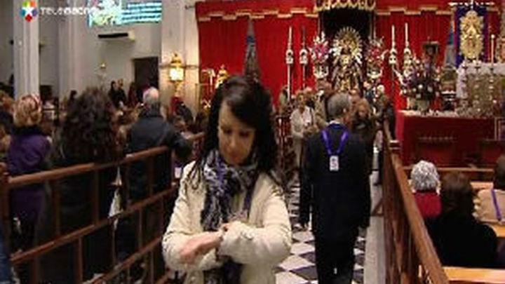 """Miles de fieles piden """"salud y trabajo"""" al Cristo de Medinaceli"""