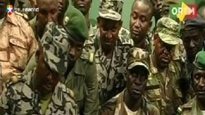 Los golpistas malienses detienen a tres ministros y suspenden la Constitución