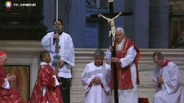 Benedicto XVI dice que los santos son la victoria del amor sobre egoísmo y muerte