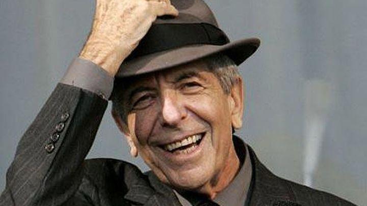 """Leonard Cohen: """"Celebraré mi 80 cumpleaños fumando"""""""
