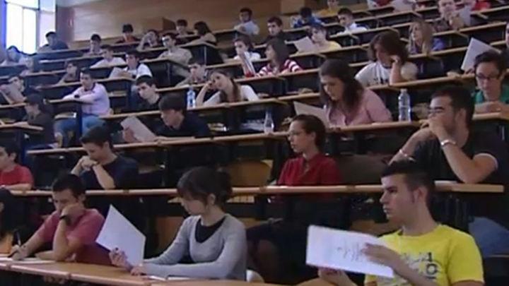 El Gobierno aprueba el plan de Sanidad y Educación para ahorrar 10.000 millones de euros