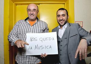 Luis Miguel Flores y José Luis Casado, guionista y presentador de Nos queda la música y Central de sonidos