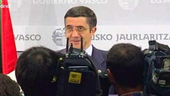El lehendakari anuncia que no convoca elecciones y que seguirá con su proyecto