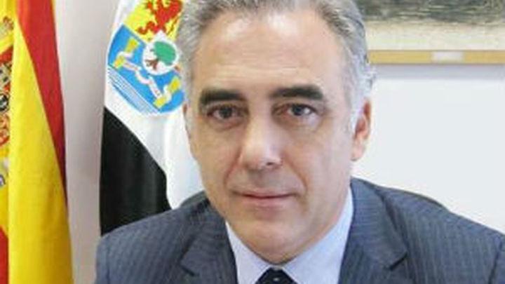 El consejero extremeño de Salud dimite por tener consulta privada en Portugal