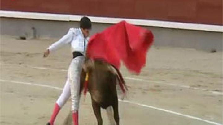 Gonzalo Caballero sorprende en Madrid, y como en Sevilla corta una oreja