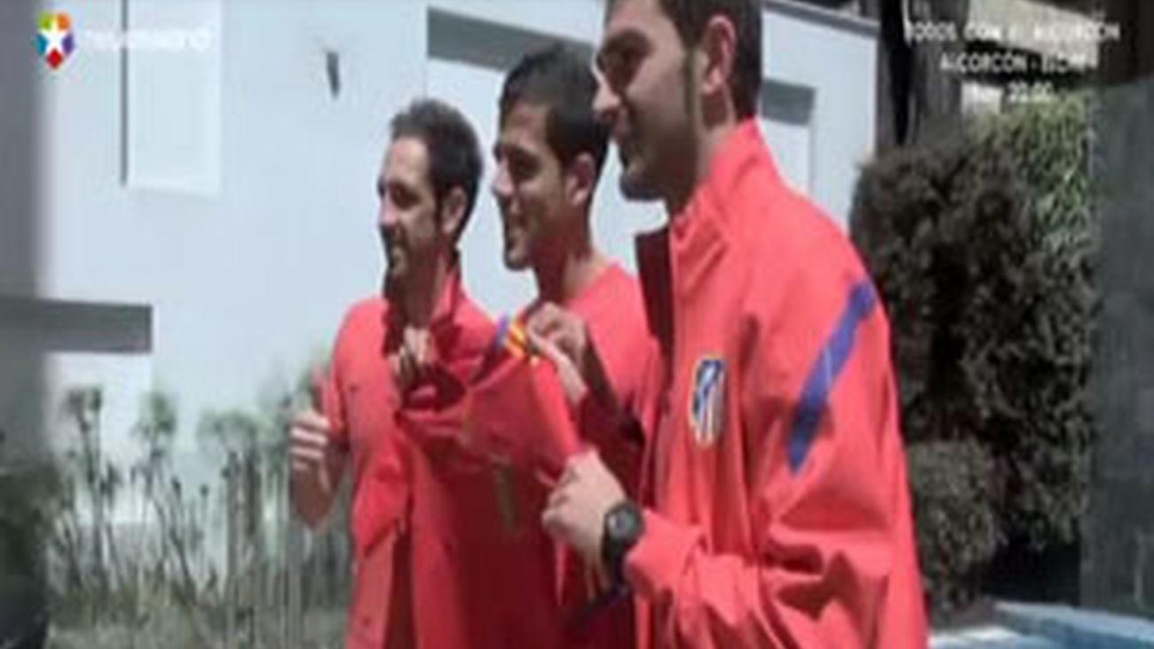 Tres atléticos muy felices con la roja