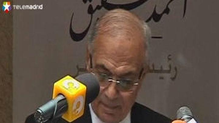 El candidato presidencial de Mubarak anuncia que pasa a la segunda vuelta de las presidenciales