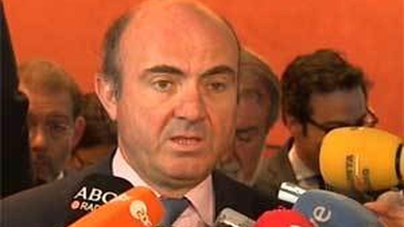 De Guindos rechaza que España planee solicitar el rescate para la banca