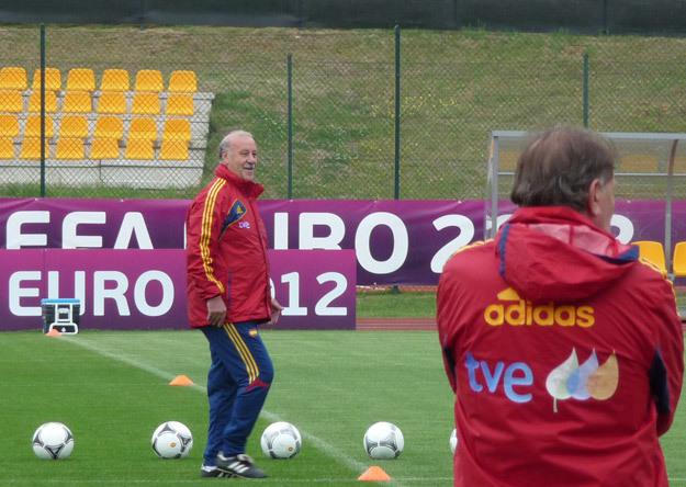 Vicente del Bosque y Toni Grande, durante un entrenamiento de la Selección en la Euro 2012