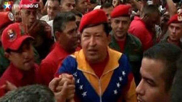 Chávez se inscribe como candidato entre canciones y promesas de socialismo