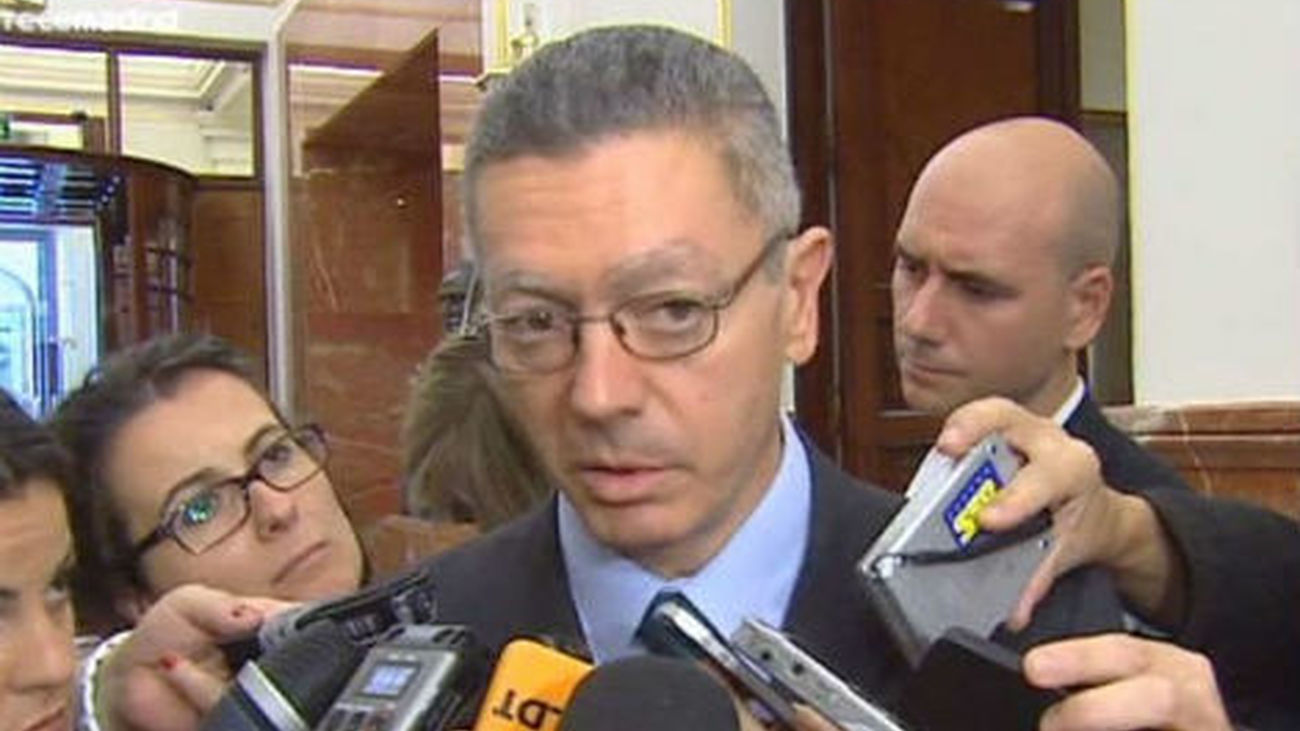 """El Gobierno respeta la dimisión de Dívar y pide """"mirar  hacia delante"""""""