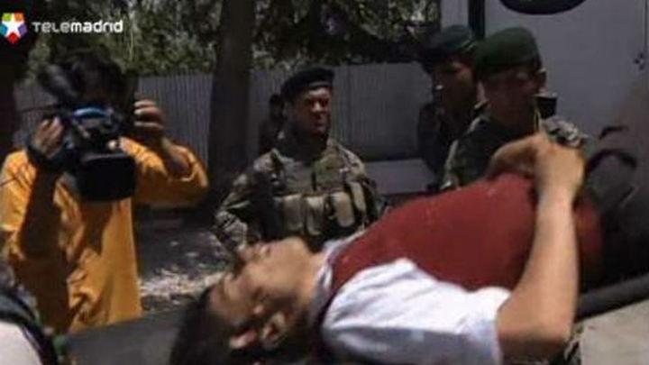 Al menos 26 muertos, 15 de ellos civiles, en ataque talibán a hotel de Kabul
