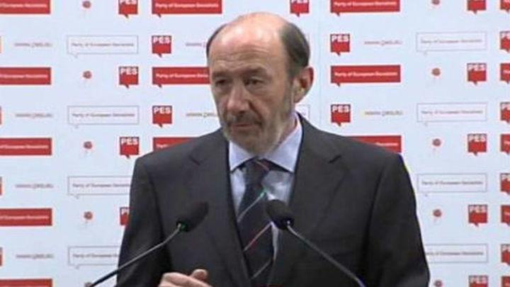 Rubalcaba pide a Europa que deje claro a los especuladores que actuará si se ataca a la deuda de España