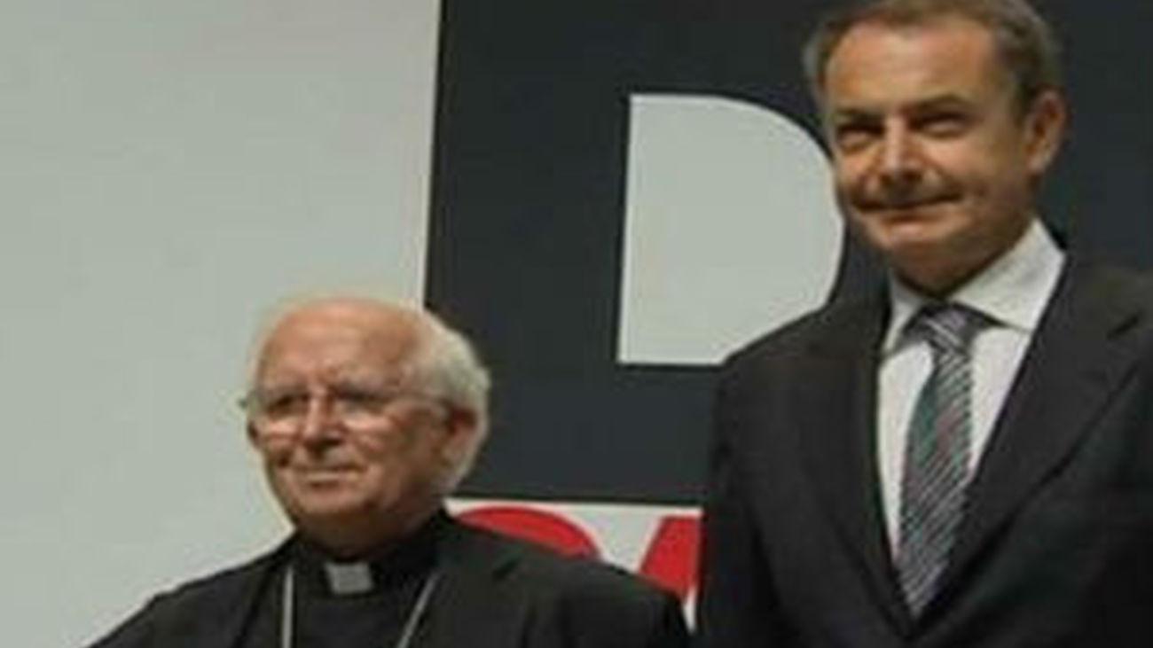 Zapatero, abucheado a su llegada al debate con Cañizares