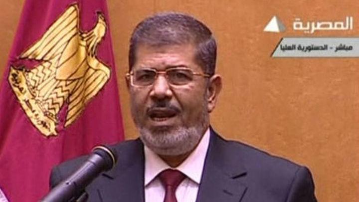 Mursi defiende la transparencia del referéndum y llama a un diálogo nacional