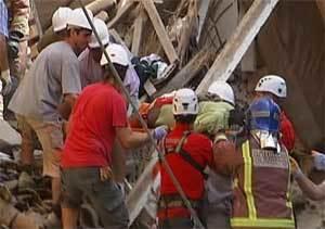 El Ayuntamiento de Lleida investigará el  derrumbe del edificio, que tenía grietas
