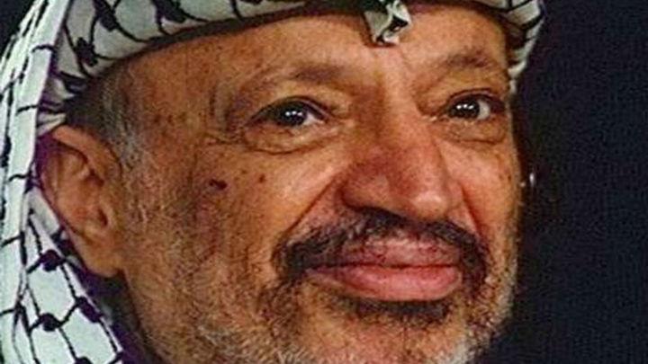 Exhuman los restos del histórico líder palestino Yaser Arafat