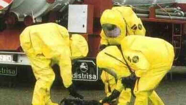 Bomberos NBQ evitan el vertido de ácido fosfórico en la R-2
