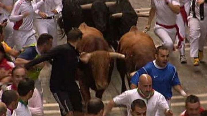 Los toros de El Pilar protagonizan un  encierro rápido y limpio, con 5 contusionados