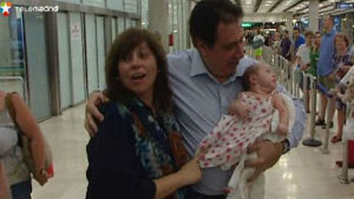 La familia de la niña apátrida llega a España para regularizar su situación