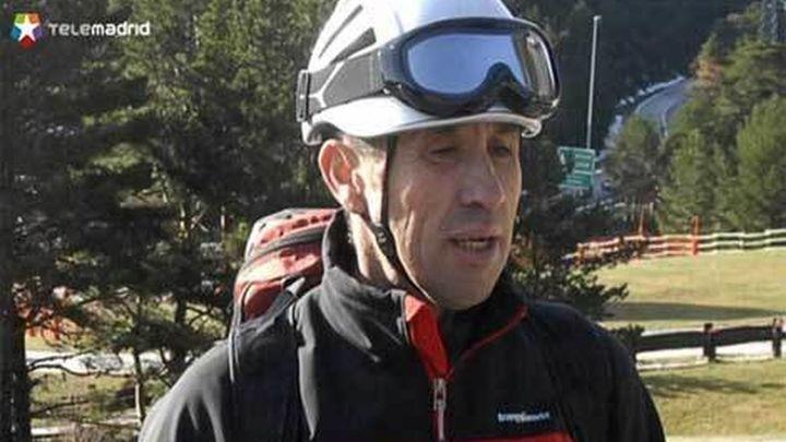 Compañeros del bombero madrileño muerto en Francia le recuerdan con un minuto de silencio