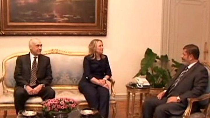 """Clinton dice al jefe de la Junta Militar que Egipto es un """"socio estratégico"""""""
