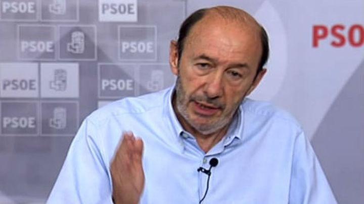 Rubalcaba arremete contra el gobierno al que acusa  de machacar las clases medias