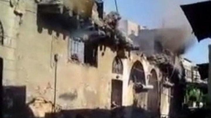 Decenas de muertos en los bombardeos del régimen sirio contra ciudad norteña