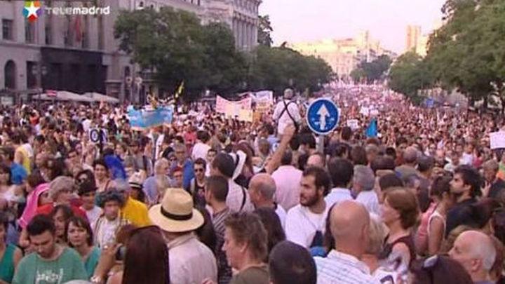 """Cientos de miles de personas salen a la calle en Madrid contra los """"recortes"""""""