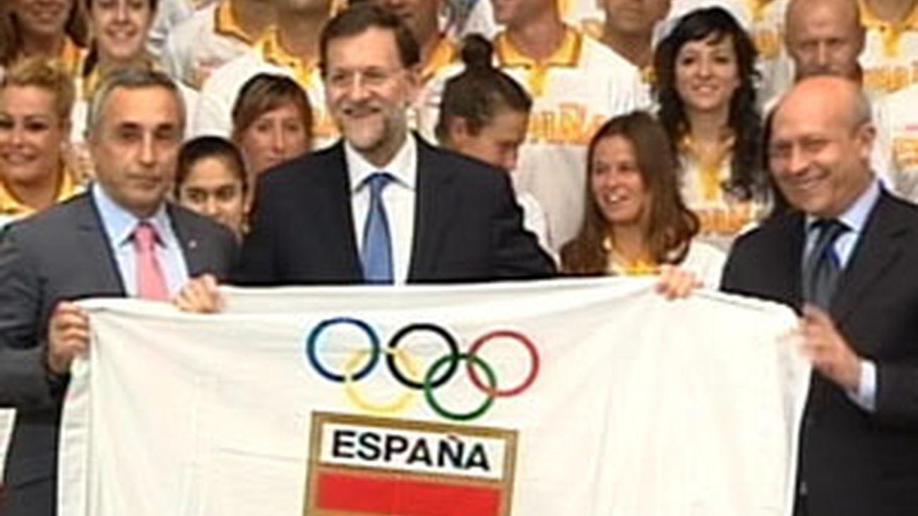 Rajoy rechaza el desánimo ante la crisis y apela a los valores del deporte